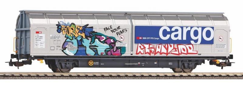 Nagy rakterű eltolható oldalfalú kocsi Hbbilnns, SBB VI, graffitivel