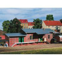 Auhagen 11383 Vasúti raktárépület rámpával