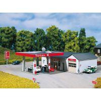 Auhagen 13320 Benzinkút autómosóval
