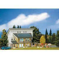 Faller 130302 Családi ház napelemes tetővel