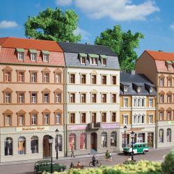 Auhagen 13336 Városi ház bolttal