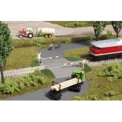 Auhagen 43645 Vasúti átjáró félsorompóval