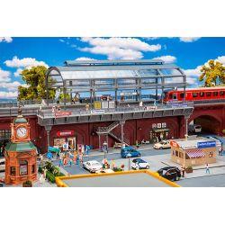 Faller 120580 Városi vasút állomás üvegezett peronnal