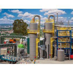 Faller 130177 Tartályoszlop csővezetékkel, vegyipari üzemhez