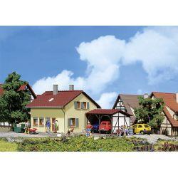 Faller 131503 Hétvégi ház kocsibeállóval