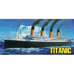 1/550 RMS Titanic hajó makett