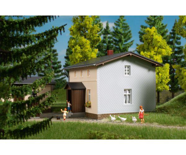 Auhagen 11457 Vasúti őrház, melléképülettel