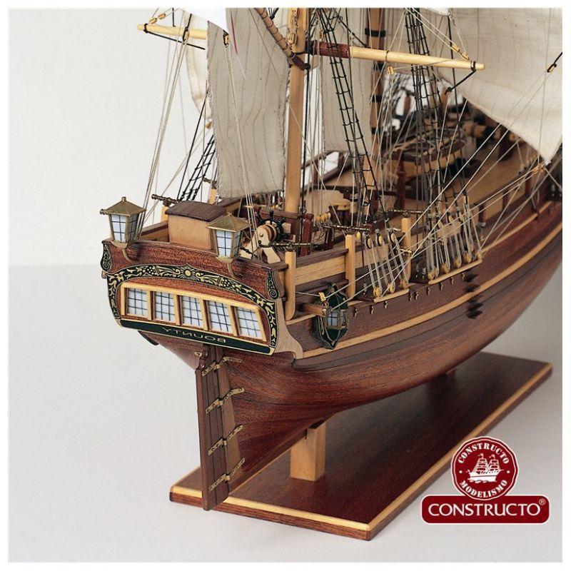 Constructo 80817 H.M.S Bounty vitrolás, fa hajómakett