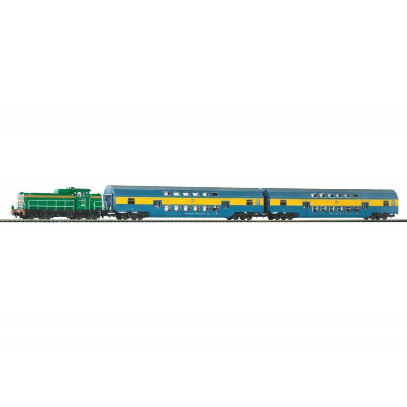 PIKO 97934 Kezdőkészlet, SM42 dízelmozdony emeletes személykocsikkal, PKP VI, ágyazatos sínnel